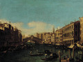 The Rialto Bridge, looking east from Palazzo Loredan - (Giovanni Antonio Canal) Canaletto
