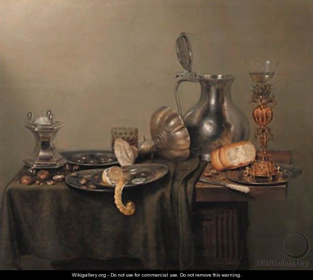 A silver salt-cellar and upturned tazza - Willem Gabron